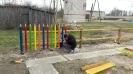 Bekšos vecāki veido bērnu rotaļu laikuma žogui_1