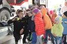 Bērni ciemojās pie ugunsdzēsējiem_23