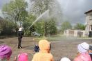 Bērni ciemojās pie ugunsdzēsējiem