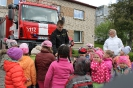Bērni ciemojās pie ugunsdzēsējiem_65