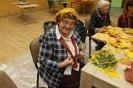 Senioru interešu pulciņš izgatavo kļavu lapu cepures 04.10.2016_16